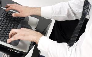 A hiteligénylés az interneten ingyen van?