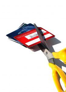 Hitelkártya igénylés: egyre inkább csökken a hitelkártyák száma